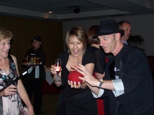 Roving Magician Brisbane entertainer and comedy magician Glen performing in a corporate event.